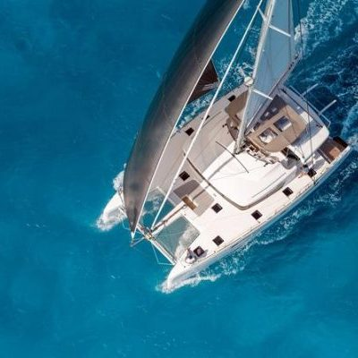 catamaran-boat-santorini-600x400