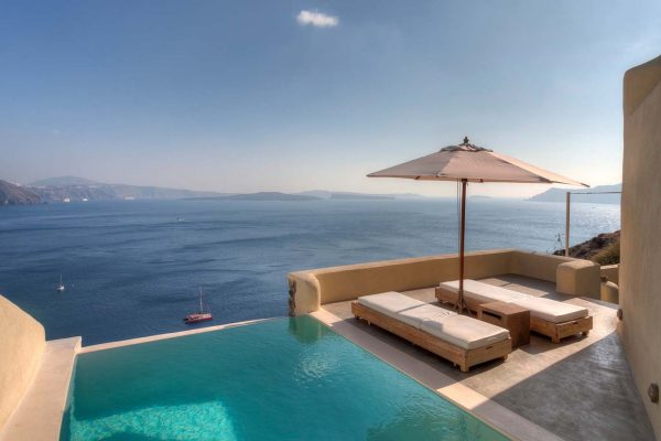 mystique-luxury-hotel-santorini-6-600x400